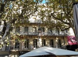 AVIGNON INTRA-MUROS PLACE DE L'HORLOGE