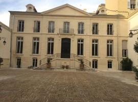 Avignon intra-muros une adresse en plein cœur de ville avec parking sécurisé